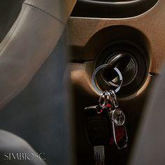 Coge tus #llaves #keys arranca tu coche y a por el día.. Qué nada te detenga para tener un buen día de #trabajo #hoypuedeserungrandia #nosvemosenlatiendas by #simbiosc #simbiosctv