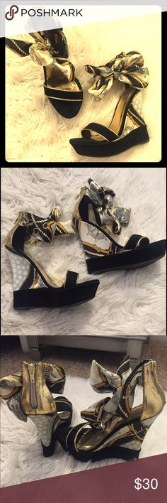 Liliana Black and Gold Nautical Bow Wedges Size 6 Cute nautical wedges with side bow. Worn once Liliana Shoes Wedges