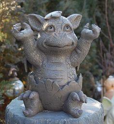 Gartenfigur Drache schlüpft aus Ei Figur Frostfest NEU | eBay