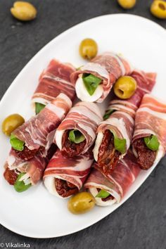 Fresh mozzarella, sun-dried tomatoes and basil leaves wrapped in prosciutto.