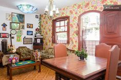 Casa em Rio de Janeiro, Brasil. *******Please message me before paying for your reservation. This is very important.  Reservations without prior messages will not be accepted. Thanks******   THANK YOU VERY MUCH!  Nice rooms, clean bathrooms, and a kitchen available to guests wit...
