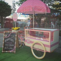 Ver esta foto do Instagram de @olebikes • 98 curtidas Food Cart Design, Food Truck Design, Lulu Boutique, Vendor Cart, Bike Food, Pastry Display, Food Kiosk, Ice Cream Cart, Candy Cart