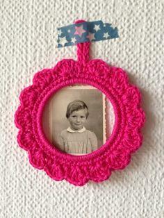 Cadre au crochet (tuto inside) via http://pommecoing.blogspot.fr/