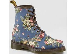 So girly with a punk rock Doc Martens Denim Floral Boot Sock Shoes, Cute Shoes, Me Too Shoes, Shoe Boots, Dr. Martens, Doc Martens Boots, Floral Boots, Floral Denim, Dr Martens Store