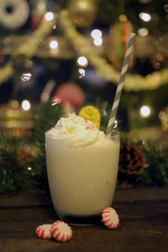 Lulus.com how-to: Christmas Cookie Cocktail