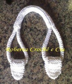 Roberta Crochê e Cia: Passo-a-passo Alças de Crochê para bolsas - (how to crochet sturdy bag handles - not in English - but there is a good photo tutorial). Crochet Tote, Crochet Purses, Knit Or Crochet, Crochet Stitches, Crochet Patterns, Crochet Bag Free Pattern, Crochet Baskets, Crochet Summer, Crochet Granny
