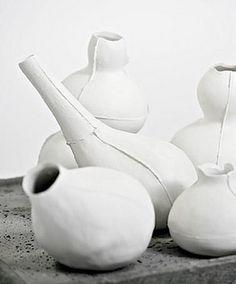 Lotta Agaton via skur Japanese Ceramics, Modern Ceramics, White Ceramics, Glass Ceramic, Ceramic Pottery, Merci Paris, Ceramic Techniques, Paperclay, White Vases