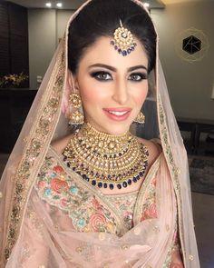 Amrit Kaur's Sikh bride Arshya Chabbra setting Sikh bridal goals ! 🌸🌸🌟🌟🌸🌸 Stunning jewlery set for a complete bridal… Indian Wedding Makeup, Indian Bridal Outfits, Bridal Dresses, Bridal Makeup Looks, Bridal Looks, Bridal Beauty, Sikh Bride, Punjabi Bride, Bride Groom