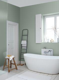Farbebadezimmerstreichenfliederlilaweissefliesenbadewannejpg - Fliesen bemalen farbe