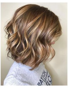 Brown Hair With Highlights And Lowlights, Golden Blonde Highlights, Brown Blonde Hair, Honey Highlights, Blonde Lob, Color Highlights, Short Hairstyles With Highlights, Highlight And Lowlights, Dark Hair