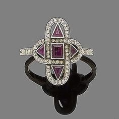 Jewelry Diamond : A ruby and diamond ring circa 1920  The quatrefoil-shaped plaque pierced and c