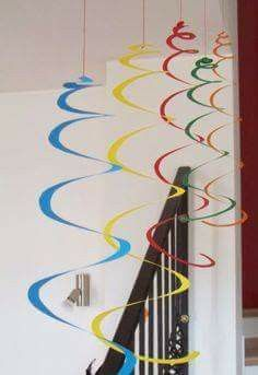 : Carnival decorations: giant spirals and confetti MammA GiochiaMo?: Carnival decorations: giant spirals and confetti Crafts To Make, Crafts For Kids, Arts And Crafts, Paper Crafts, Diy Crafts, Diy Paper, Decoration Creche, Carnival Crafts, Decor Crafts