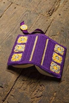crochet book cover- no instructions again, but good idea Crochet Wallet, Crochet Case, Crochet Bookmarks, Crochet Purses, Love Crochet, Beautiful Crochet, Diy Crochet, Crochet Crafts, Crochet Doilies
