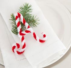 Create letters for your place settings with red and white pipe cleaners. Click to see more ideas for your holiday table.