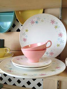 C. Dianne Zweig - Kitsch n Stuff: Vintage Melmac Dishes