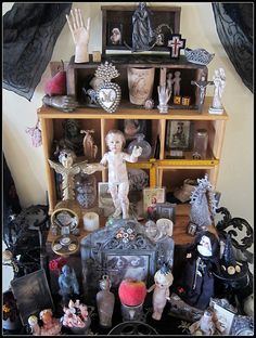 the altar advances by peregrine blue, via Flickr