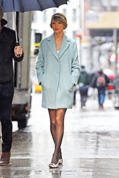 Taylor in New York City on this rainy Christmas Eve // 12.24.14