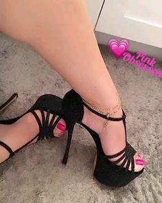 Sexy Legs And Heels, Hot Heels, Sexy High Heels, High Heels Stilettos, Black Heels, Black Sandals, Stiletto Shoes, Women's Feet, Crazy Shoes