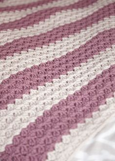 Chunky Crochet Throw: free #crochet pattern purr~fect for beginners, or not!