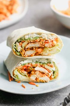 ***Buffalo Chicken Wrap /Tastes Better From Scratch Tangy chicken with vegetables, avocado, and a thin layer of buffalo dressing. Bbq Chicken Wraps, Buffalo Chicken Wraps, Chicken Wrap Recipes, Chicken Caesar Wrap, Chicken Dips, Healthy Dinner Recipes, Cooking Recipes, Healthy Meals, Chicken