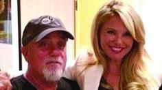 Christie Brinkley is Billy Joel's 'Uptown Girl' again during concert.