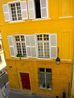 A small yellow building in Aix-en-Provence...  That is the colour I need for my living room!
