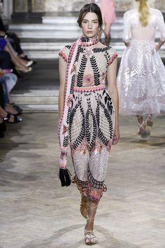 Temperley London Spring 2016 Ready-to-Wear Fashion Show
