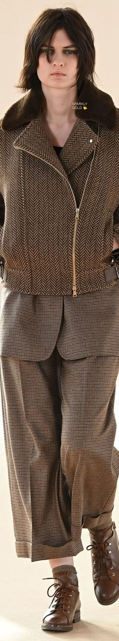 Max Mara Fall 2021 RTW Trouser Suits, Trousers, Casual Chic Style, Max Mara, Winter Fashion, Feminine, Ruffle Blouse, Capsule Outfits, Couture
