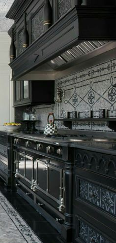 Discover how a warm Italian kitchen design brings food and family together in this photo gallery of traditional style cabinets, decor, and ideas. Home Decor: Discover how a warm Italian kitchen design brings … Source by pfernandezxv Home Decor Kitchen, Interior Design Kitchen, Kitchen Ideas, Interior Office, Bedroom Office, Kitchen Inspiration, Kitchen Designs, Rustic Kitchen, Design Toscano