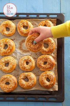 Za zapach, którym wypełni się Wasz dom podczas pieczenia, powinni przyznawać Oscara. Są pyszne, śliczne i proste w przygotowaniu. Ja uwielbiam je z wytrawnymi dodatkami, np. z pastą z awokado i pomidorami. Polecam też wersję na słodko np. z pomarańczową marmoladą. Kto piecze ze mną? Domowe bajgle żytnie Oba rodzaje ...czytaj Bread Recipes, Cake Recipes, Cooking Recipes, Good Food, Yummy Food, Cheap Easy Meals, Bread Cake, Best Food Ever, Dinner Rolls