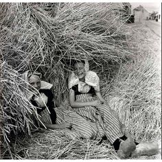 Westkapelle Zeeland, Girls in haystack, 1930s, Photo by Eva Besnyö