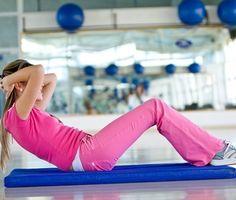 Jak dosáhnout plochého břicha? Tyhle cviky fungují!