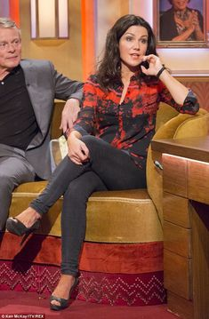 Sexy: Susana cut a stylish figure in her burnt orange top and grey skinny jeans with nude heels Sexy Older Women, Sexy Women, Sexiest Women, Susanna Reid Legs, Curvy Women Outfits, Clothes For Women, Susana Reid, Burnt Orange Top, Melissa Joan Hart