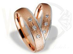 Obrączki ślubne z czerwonego i białego złota/ Wedding rings made from red and white gold/ 3 069 PLN #jewellery #weddingrings #art #gold