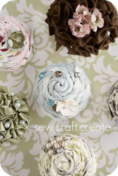 Sew Craft Create made these lovely be-rosed and be-ruffled cupcake gift boxes using styrofoam balls and cardboard boxes.