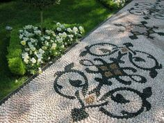 White pebble path ways can never disappoint you. They are always elegant, royal and awesome. There impact cannot match any of the other. This beautiful and exotic design can give your garden an imperial look. Black pebbles are placed forming fine pattern along with white background. It is just that these need to be cleaned regularly.