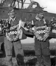 https://flic.kr/p/eJyiKm | 1943, Hans-Ulrich Rudel célèbre sa 1300ème sortie ! | Hans-Ulrich Rudel a réalisé 2530 missions de combat. Aujourd'hui encore, cela reste un record  !!  Il a détruit près de 2000 cibles au sol, dont 519 chars, un cuirassé, deux croiseurs et un destroyer, ainsi que 9 victoires aériennes homologuées.   Il a été descendu 32 fois (derrière les lignes ennemies), mais est toujours parvenu à s'échapper malgré les 100 000 roubles de récompense que Staline en personne…
