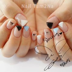 Diy nails, triangle nail art, korean nail art, korean nails, na Love Nails, How To Do Nails, Pretty Nails, Minimalist Nails, Nail Art Diy, Cool Nail Art, Nail Manicure, Diy Nails, Nails Decoradas
