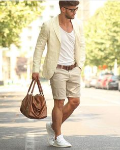 Une tenue casual chic pour l t Men's Business Outfits, Business Casual, Business Formal, Look Fashion, Mens Fashion, Fashion Shorts, Fashion Trends, Only Shorts, Herren Outfit