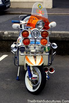 2015 Mod Rally to Troon by Friday Street Glasgow. Retro Scooter, Scooter Custom, Lambretta Scooter, Scooter Motorcycle, Scooter Girl, Vespa Scooters, Cafe Racers, Italian Scooter, Classic Hot Rod