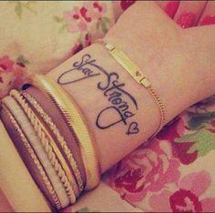 Rimani forte! Piccolo ma pieno di significato! Stay strong! Small but full of meaning!