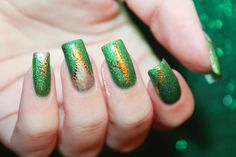 Green Holo Nail Art by diamant sur l'ongle