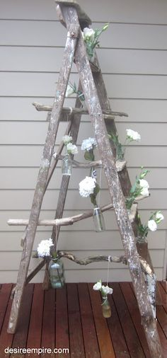 Vintage Ladder and Driftwood Flower Display Vintage Party, Vintage Decor, Vintage Country, Vintage Ladder, Ideas Geniales, Party Pictures, Deco Table, White Flowers, Simple Flowers