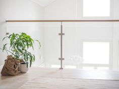 Aulan lasikaide Lasi-Liski, valkotamminen käsijohde Wooden House, Storage Solutions, Small Spaces, New Homes, Stairs, Inspiration, Paint, Design, Home Decor