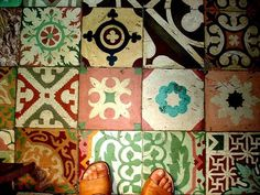 Portuguese tiles, I love mismatched tiles. Cool as a splash back, floor or an accent for an other wise boring bit of wall. I like them really bright and the rest of the decor has to be more neutral. White walls with splashes of colour. Bohemian Living, Bohemian Décor, Cuba Pictures, Vibrant Colors, Colours, Portuguese Tiles, Mosaic Tiles, Cement Tiles, Textures Patterns