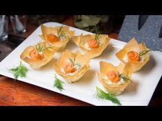 Wytworna przekąska filo z łososiem, chrzanem i mascarpone - YouTube Elegant Appetizers, Snacks Für Party, Canapes, Afternoon Tea, Entrees, Finger Food, Cake Recipes, Pineapple, Brunch