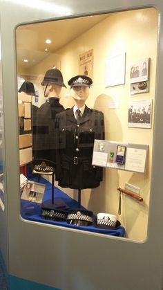 Glasgow Police Museum tells the history of Britain's first police force in Glasgow from 1779 to It is run by volunteer members of the Glasgow Police Glasgow Police, Cool Places To Visit, Museums, The Good Place, Britain, Scotland, History, Blog, Historia