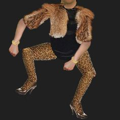 this is a hilarious website, shows you an avatar dancing to ridiculous moves and you can put someone's face on the avatar and makes it more funny