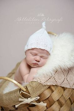 Baby hat with a knot