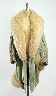 Evening coat Révillon Frères (French, founded Date: 1928 Culture: French 20s Fashion, Fashion Mode, Fashion History, Art Deco Fashion, Vintage Fashion, Womens Fashion, Fashion Design, Color Fashion, Edwardian Fashion